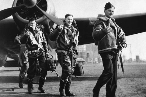 I giubbotti di volo dei piloti RAF giubbotto pilota aviatore militare seconda guerra mondiale